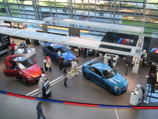 Showroom BMW Welt (Crédito: Luiza Maciel)