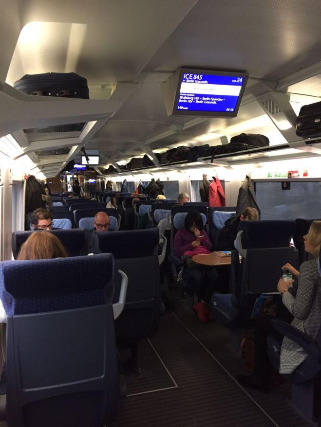 Interior do vagão da segunda classe (Crédito: Luiza Maciel)