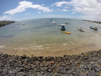 Barcos ancorados na Praia de Suape